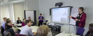 Mirjam Glessmer and Timo Lüth leading a workshop for university instructors