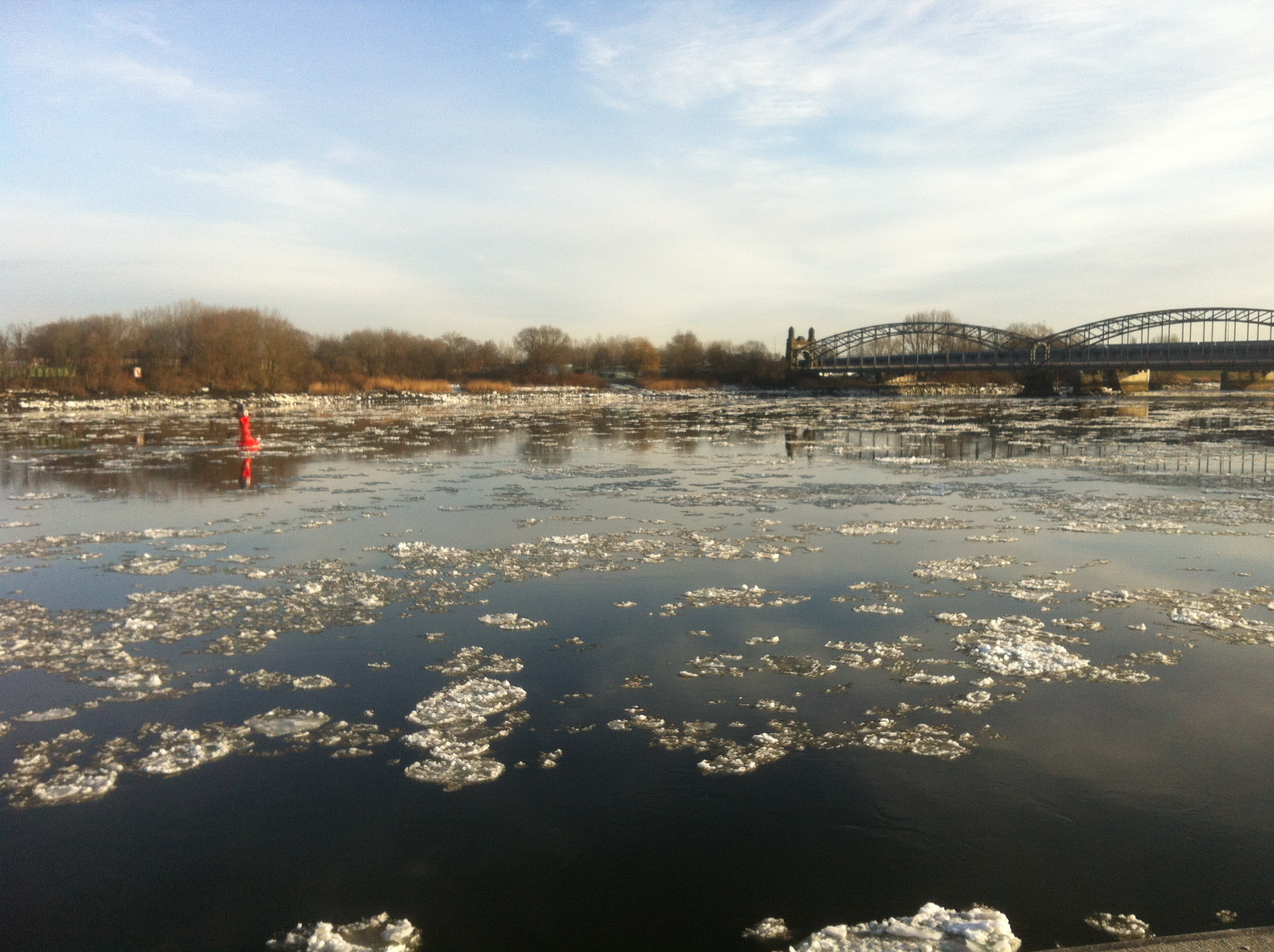 Ice on Elbe river in Hamburg. By Mirjam S. Glessmer