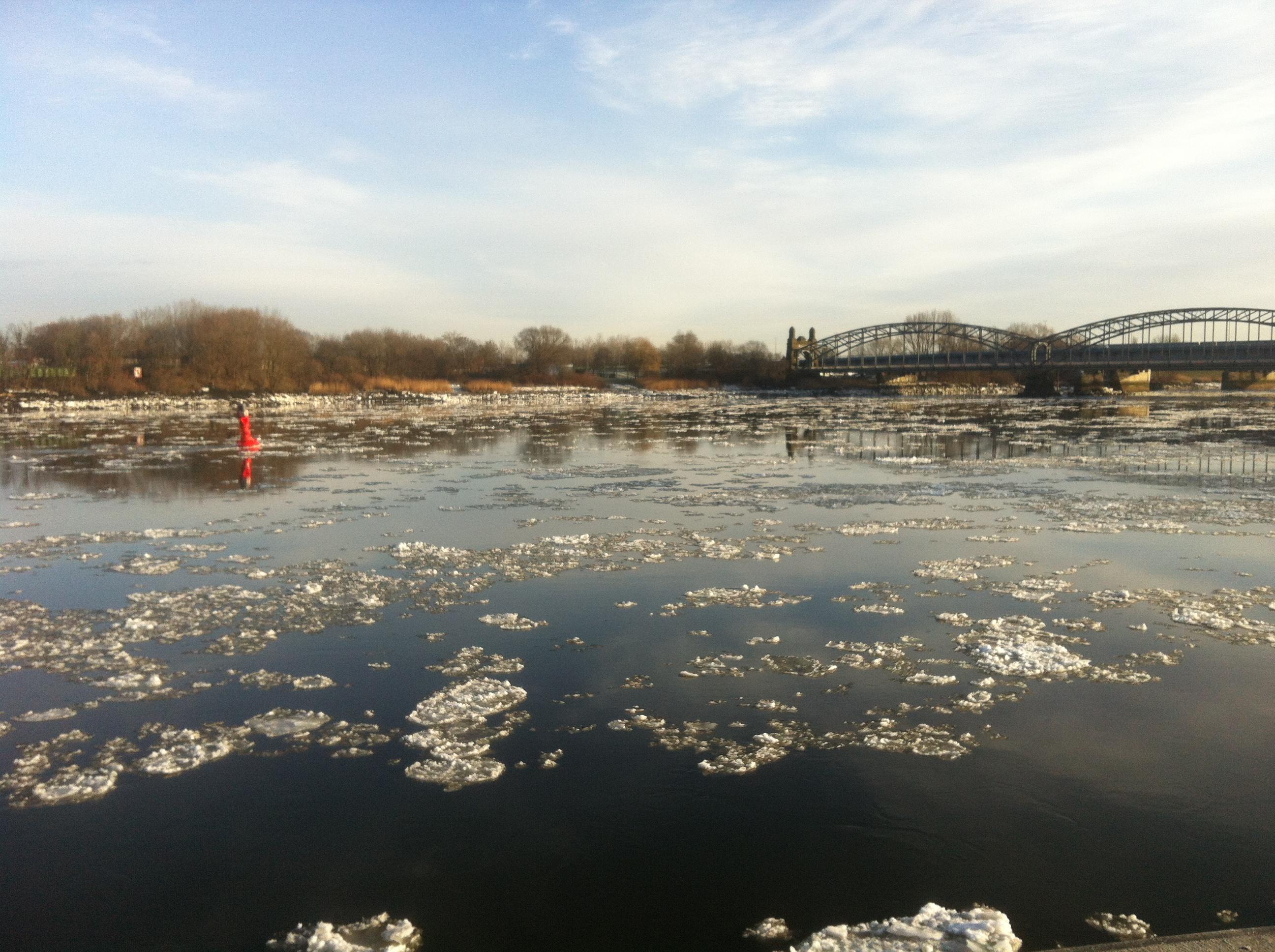 Ice on Elbe river in Hamburg. By Mirjam S. Glessmer