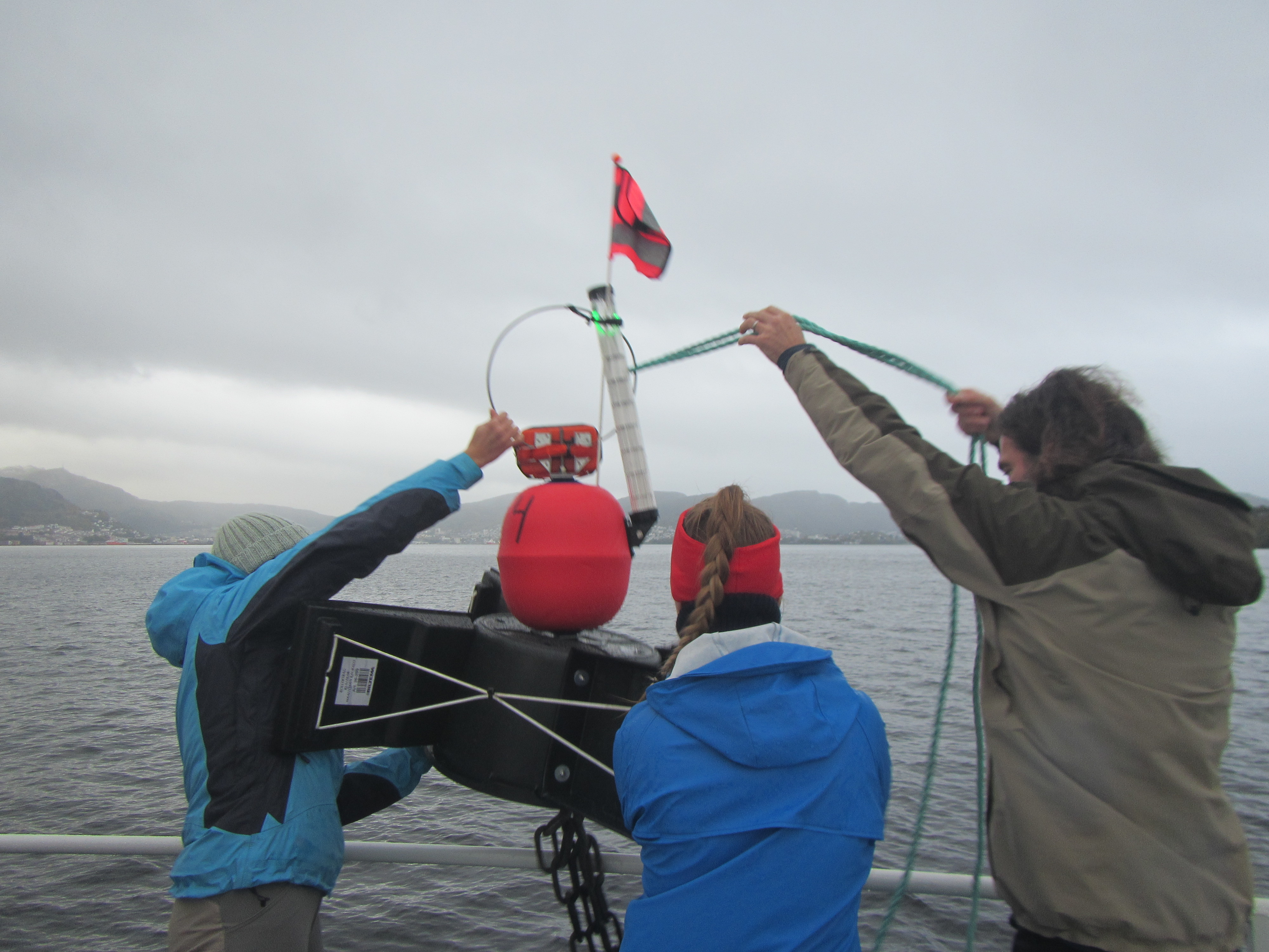 Lars Henrik and students deploying a surface drifter to measure the surface current in a fjord